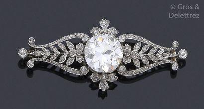Broche en platine, ornée d'un diamant de...