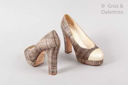 CHANEL par Karl LAGERFELD Spring/Summer 2010 Ready-to-Wear Collection Pair of brown...