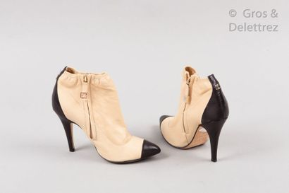 CHANEL Pair of ankle ankle boots in beige, black two-tone lambskin leather, pointed...