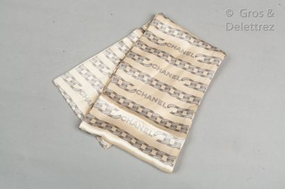 CHANEL Fine silk scarf printed with a grey chain pattern on an ecru background. Very...