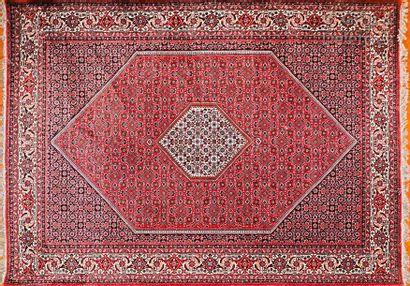 Tapis d'Orient à décor floral polychrome...