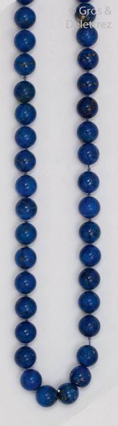 Collier de boules de lapis-lazuli. Longueur?:...