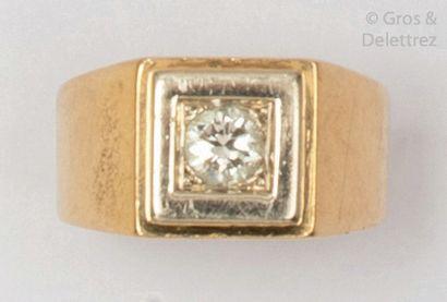 Bague «?Chevalière?» en or jaune et or gris,...