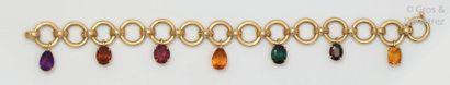 Bracelet en or jaune composé de maillons...