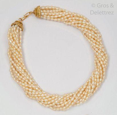 Collier composé de treize rangs de perles...