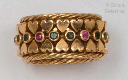 Important anneau en or jaune à motif de cœurs...