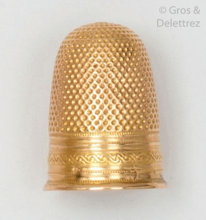 Dé à coudre en or jaune guilloché. P.Brut?:3...