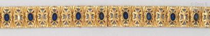 Bracelet souple en or jaune ciselé d'entrelacs,...