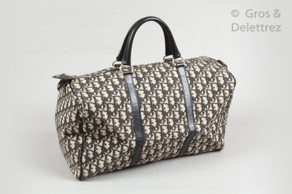 CHRISTIAN DIOR Lot de trois sacs boston en toile Dior oblique noire, écrue et cuir...