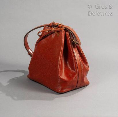 """LOUIS VUITTON Bag """"Petit Noé"""" 26cm in epi tan leather, closing by a sliding link,..."""