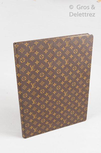 LOUIS VUITTON Rare livre de compte recensant les ventes de la Maison entre 1970 et...