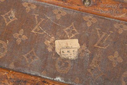 Louis VUITTON rue Scribe N°144834 - Serrure n°019732  Malle cabine en toile Monogram...