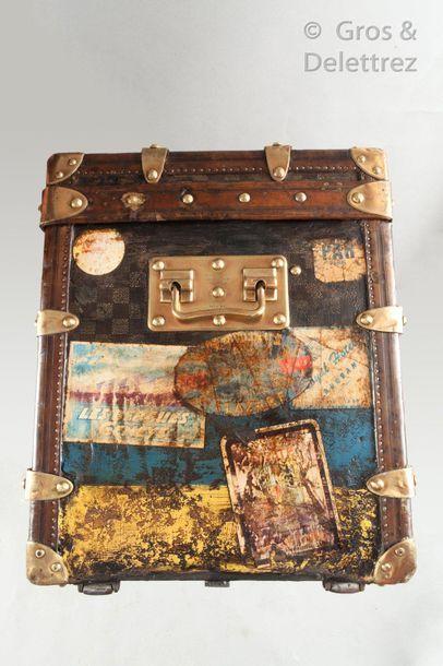 Louis VUITTON rue Scribe N°102376, lock n°03120  Hat trunk in checkerboard canvas...
