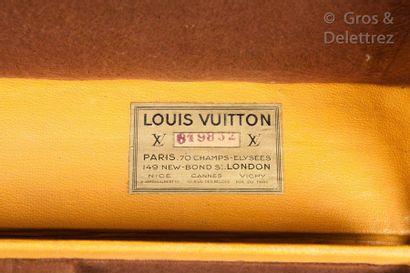 Louis VUITTON Champs Elysées N°619832, serrure n°103608  Malle à chaussures en toile...