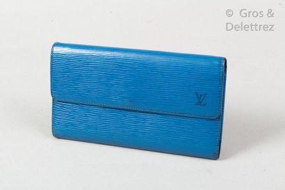 """LOUIS VUITTON Wallet """"Porte Trésor International"""" in blue epi leather, snap closure..."""