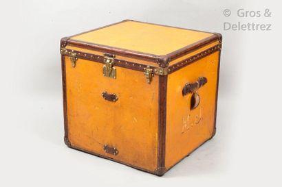 Louis VUITTON rue Scribe N°183745, Lock n°022724  Orange vuittonite hat trunk with...