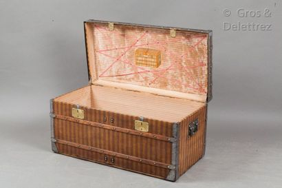 Louis VUITTON rue Scribe N°12922 circa 1870  Mail trunk in striped canvas, corners,...