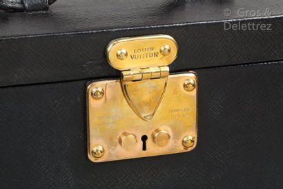 Louis VUITTON Champs Elysées N°737632, serrure n°046989 - circa 1921 _x000D_  Nécessaire...