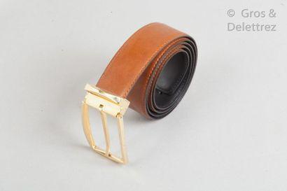 S.T. DUPONT Lot de deux ceintures, l'une en veau glacé noir, boucle en métal argenté,...