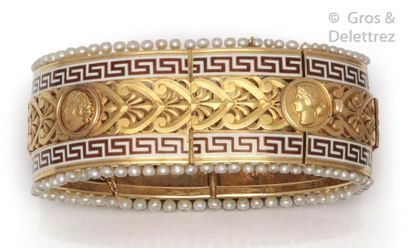 Large bracelet en or jaune ajouré à décor...