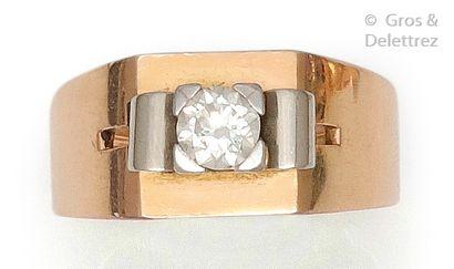 Bague à pont en or rose, orné d'un diamant...