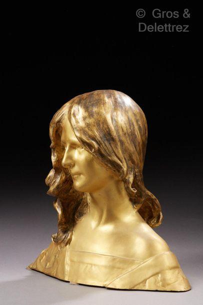 Léon Noel DELAGRANGE (1872-1910) Buste de jeune femme.  Epreuve en bronze à patine...