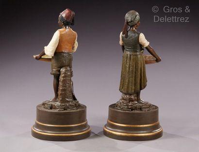 Bernard BLOCH (1836-1909) Paire de sculpture en terre cuite émaillée, socle en bois...