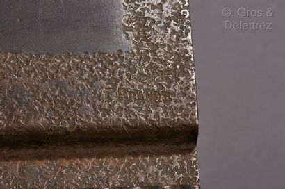Edgard BRANDT (1880-1960) Porte agenda en métal et fer forgé.  Signé «?E.Brandt?»....