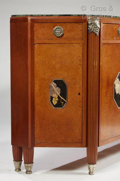 Jules LELEU (1883-1961) Enfilade en hêtre, acajou et placage de ronce à plateau en...