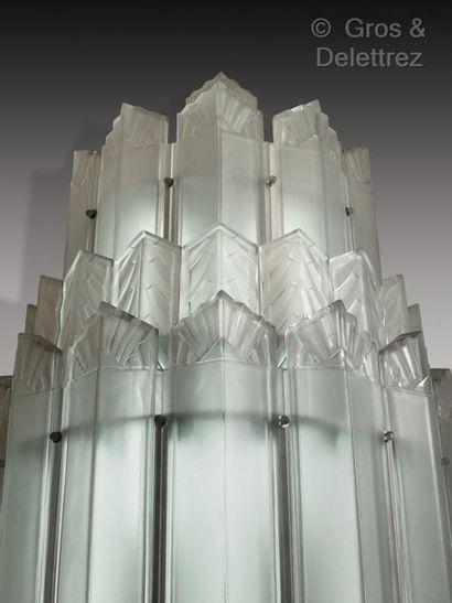 Marius-Ernest Sabino (1878-1961) Fontaine lumineuse monumentale à structure crantée...