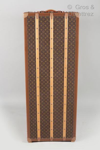 LOUIS VUITTON Paris made in Franc n°1050157, serrure n°1249145 - Malle wardrobe en...