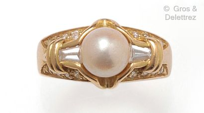 Bague « Jonc » en or jaune, ornée d'une perle...