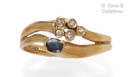 Bague en or jaune, composée de deux anneaux...