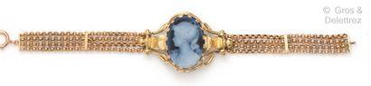 Bracelet souple en or jaune composé de quatre...