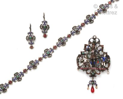 Ensemble composé d'un collier, d'un pendentif...
