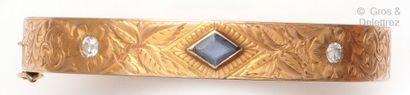 Bracelet «Jonc ouvrant» en or jaune à décor...