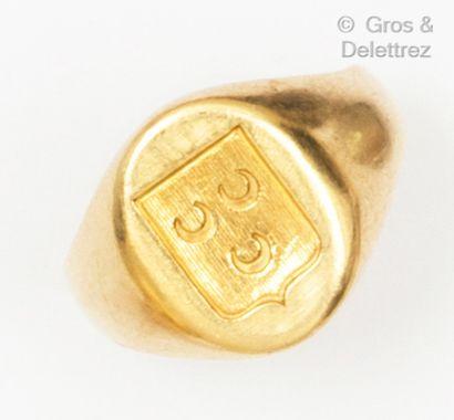 Bague « Chevalière » en or jaune, gravée...
