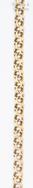 Bracelet souple en or jaune, composé de maillons...