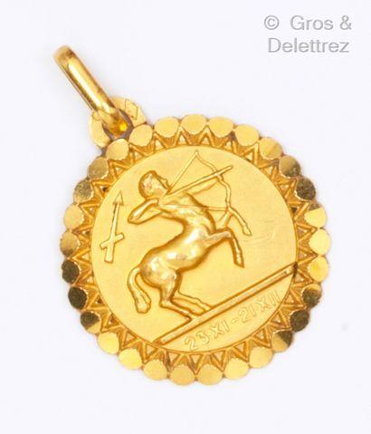 Médaille « Zodiacal » en or jaune figurant...