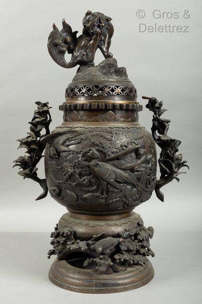 *Japon, vers 1900  Important brûle-parfum...