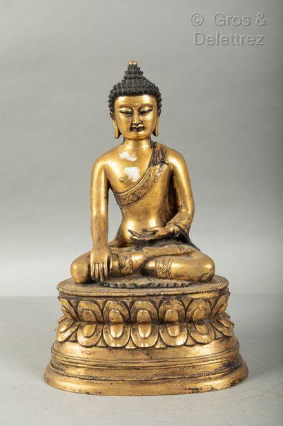 *Chine, XXe siècle  Sujet en bronze doré...