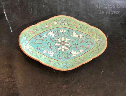 Chine. Présentoir losangique en porcelaine...