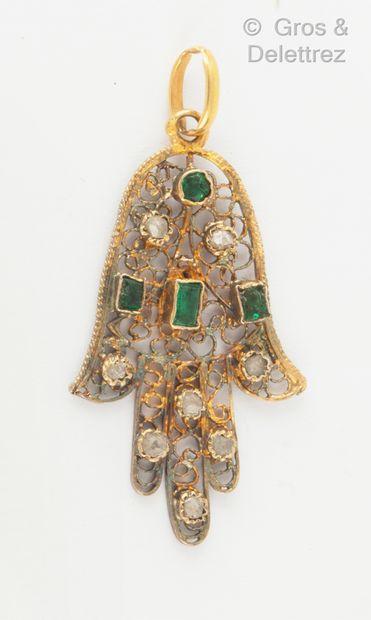 Pendentif «Main de Fatma» en or jaune filigrané,...