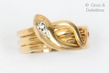 Bague en or jaune, représentant un serpent,...