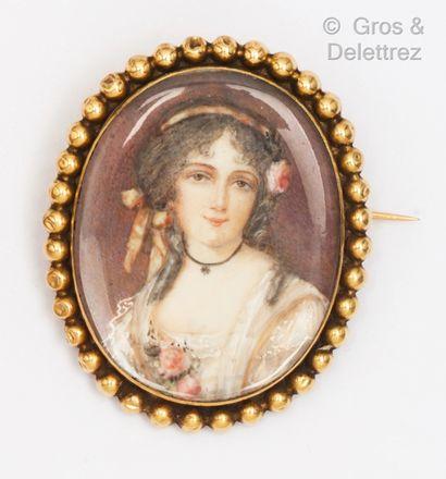 Broche en or jaune, ornée d'une miniature...