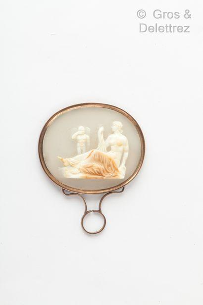 Camée sur agate représentant Vénus et Cupidon...