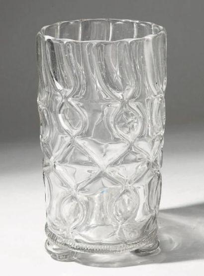 GRAND GOBELET cylindrique en verre incolore...