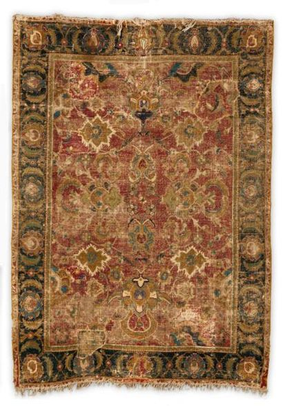 Un Tapis Isfahan ou dit aussi Indo-Isfahan,...