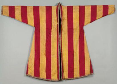 Un manteau Manteau avec un décor dit Bayadère...