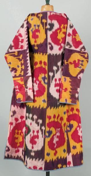 Un costume Un costume en soie d'Asie Centrale....